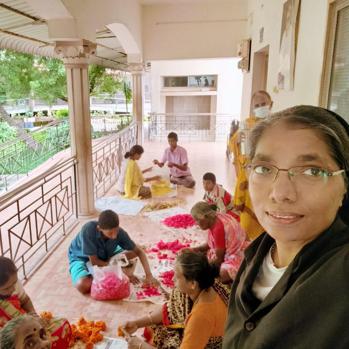 Onam 2021 Children preparing decorations